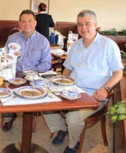 Cristobal Alvarez y Rafael Bocanegra, compadres