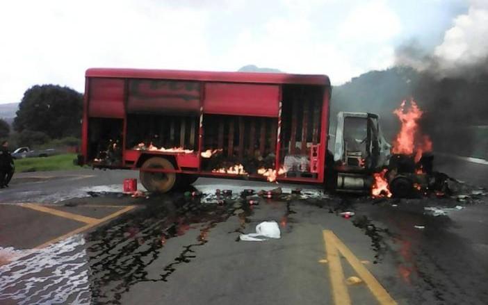 Otro camión quemado en Michoacán#Michoacan