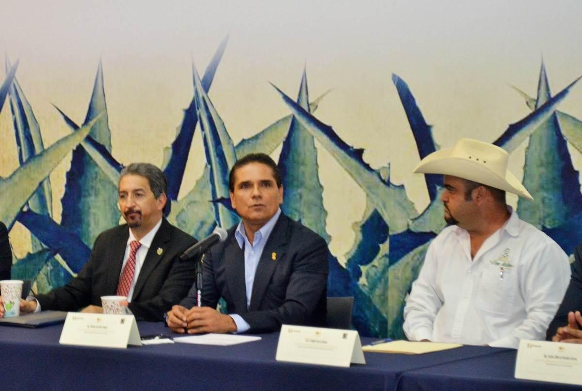Compromete Silvano Aureoles impulso al mezcal michoacano#Michoacan