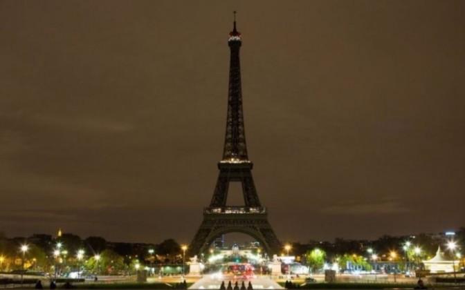 Apaga Torre Eiffel sus luces esta noche