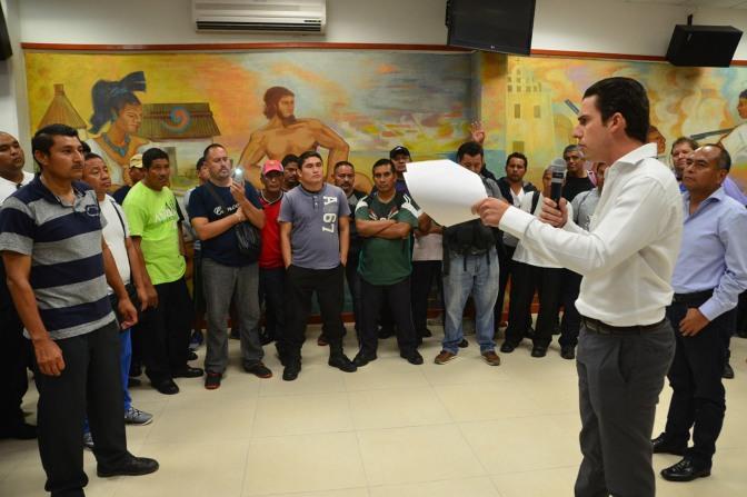 #Cancun    OTORGA REB ESTÍMULO  ECONÓMICO EXTRAORDINARIO A POLICÍAS @rembertoestrada