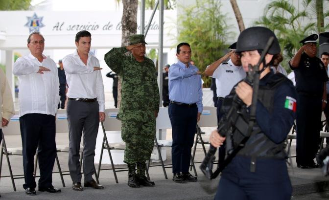 #Cancun    CUMPLIMOS LA DEMANDA DE MEJOR POLICÍA, EQUIPADA Y CAPACITADA @rembertoestrada