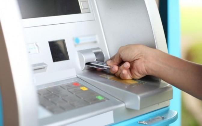 Estos bancos cobran más por retiros en cajeros automáticos