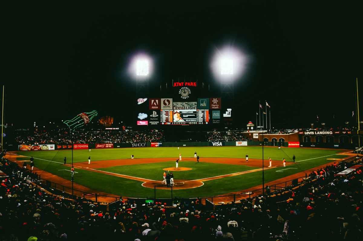 """Iluminan el campo de béisbol """"Nicolás El Zurdo Estrella"""""""