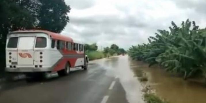 #Lluvias // En alerta #Teapa y #Centro por desbordamiento de#RíoPichucalco