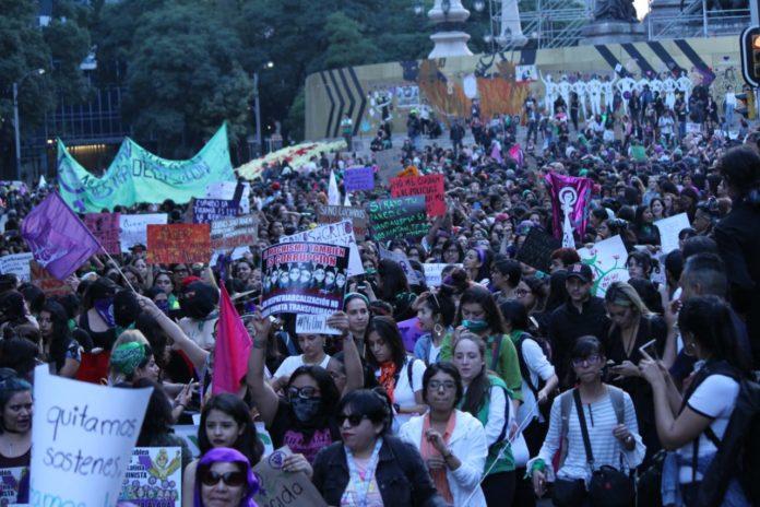 #Nacional // Marchan mujeres contra          #ViolenciaDeGénero y #Feminicidios(FOTOS)