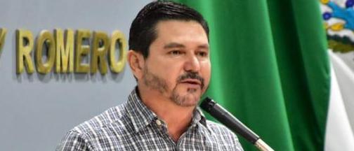Presenta NicolásBellizia @PrensaNicolas  ante el pleno del @CongresoTab iniciativa para expedir la Ley de protección a personas defensoras de@CNDH